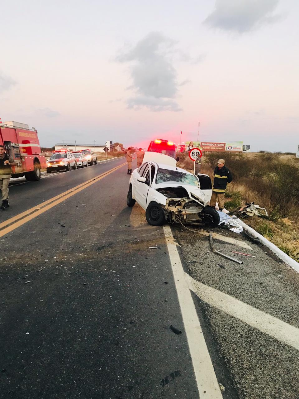 WhatsApp Image 2019 10 05 at 08.49.16 - COLISÃO FRONTAL: grave acidente entre carro e van deixa um morto e seis feridos em Patos