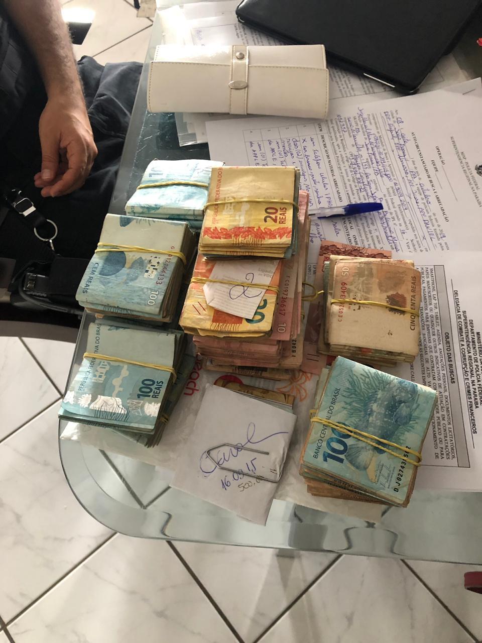 WhatsApp Image 2019 10 08 at 07.13.10 - XEQUE-MATE EM AÇÃO: PF apreende lotes de dinheiro e cumpre mandado na casa do ex-deputado André Amaral