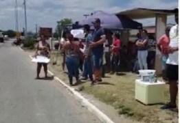 Moradores protestam e pode haver invasão das casas do Aluízio Campos em Campina Grande ainda nessa sexta-feira; ouça