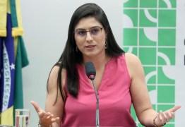 Deputada do PSL defende fim de aborto até mesmo em casos de estupro