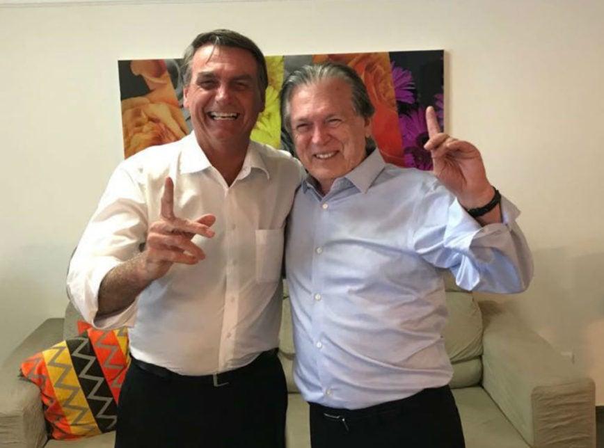 bolsonoris 868x644 - Líderes do PSL declaram guerra e partem para cima de Bolsonaro