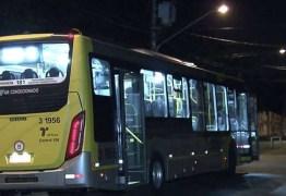 Motorista de ônibus atira em 3 homens e esfaqueia flanelinha