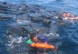 Embarcação naufraga e traficantes usam malotes de cocaína como boia para se salvar