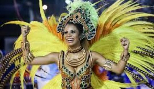 download 6 - Lexa é a rainha da bateria da Unidos da Tijuca e mãe comemora