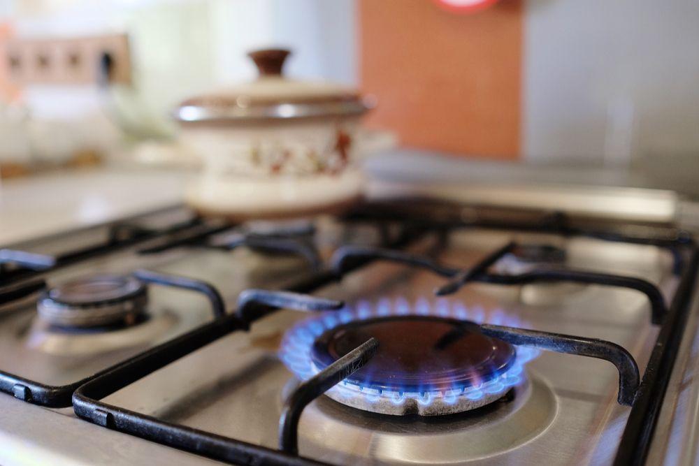fogao aceso - FAÇA O BOTIJÃO RENDER: Dicas para acabar com desperdício e economizar no gás de cozinha