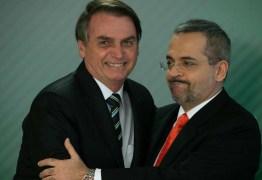 Governo Bolsonaro estuda fundir Capes e CNPq