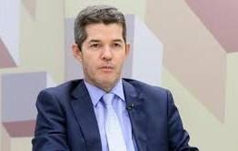 Bolsonaro aciona AGU para processar o líder do PSL na Câmara