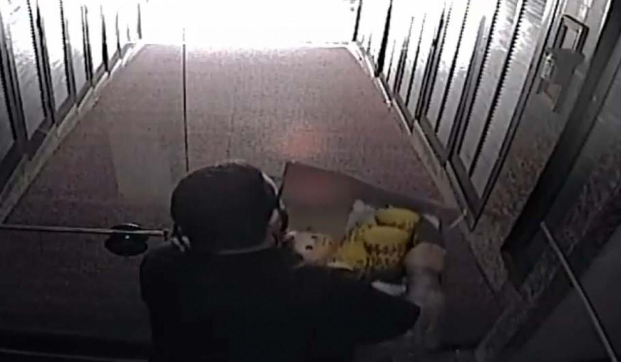 Preso do caso Marielle deixa prédio com possíveis armas do crime