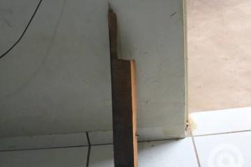 pedaco de madeira - Grupo agride jovem com pedaços de madeira durante assalto em João Pessoa