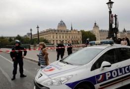 Ataque a faca em Paris deixa 5 mortos na sede da polícia