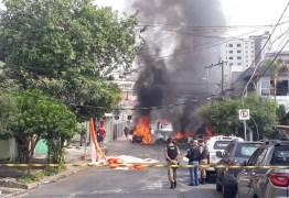DUAS VEZES NO MESMO LUGAR: Avião de pequeno porte cai novamente em área residencial em menos de um ano