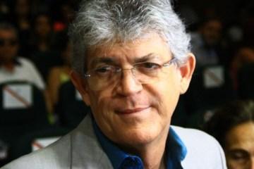ricardo coutinho - Autorizado pela justiça, Ricardo Coutinho firma acordo com ex-mulher e viaja para o exterior acompanhado do filho menor no dia 22 de outubro