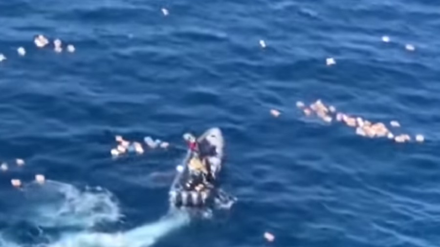 traficantes resgataram policiais apos perseguicao de lanchas em alto mar 1570242770501 v2 900x506 - Traficantes resgatam policiais após perseguição em alto mar e acabam presos