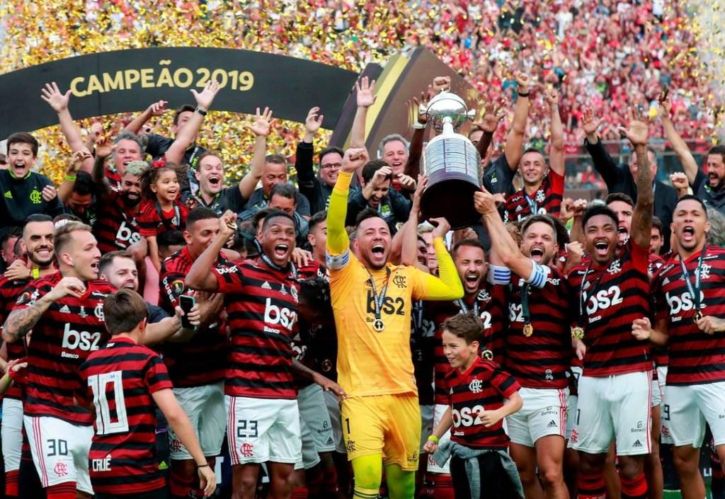 2019 11 23t224502z 459218957 rc2ahd9a56v4 rtrmadp 3 soccer libertadores fla riv report 3BAkRJL 1024x705 - Flamengo comemora título com torcida pelas ruas do Rio de Janeiro - ASSISTA!
