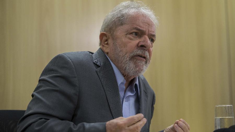26abr2019 o ex presidente lula pt concede entrevista a folha e ao jornal el pais na sede da policia federal em curitiba 1572365948704 v2 900x506 - REAL TIME BIG DATA: 56% discordam de decisão do STF que soltou ex-presidente Lula