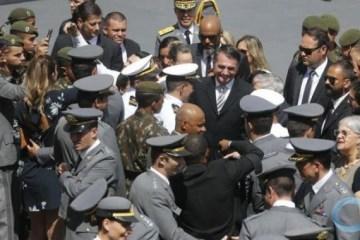 Bolsonaro envia ao Congresso projeto para isentar de punição militares e policiais que cometerem excessos em operações