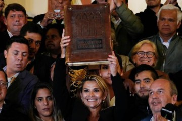 A Bíblia volta ao Palácio: poder político cristão ganha força na Bolívia