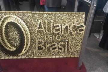 8830b89a c246 49b0 8023 d2a170d1b38c - 'ALIANÇA PELO BRASIL': Deputado encomenda obra de cartuchos de bala para lançamento de partido do Bolsonaro