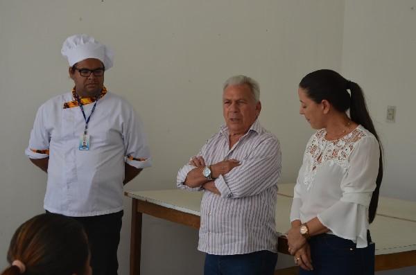 Img0 600x400 1 1 - Prefeito participa de encerramento de curso de panetone e alimentação alternativa da Secretaria das Mulheres