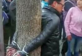 ANTES DA RENÚNCIA DE MORALES: Oposição invade emissoras públicas e amarra diretor de rádio sindical em árvore