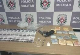 Polícia apreende 30 carteiras de cigarro e 14 pedras de crack na Paraíba