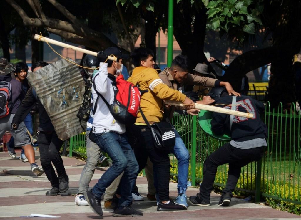bolivia 1024x747 - PAUS, PEDRAS E ROJÕES: Manifestações na Bolívia deixam 1 morto e dezenas de feridos