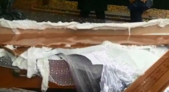 caixão - Família ouve barulho e abre caixão de idosa morta por Covid-19