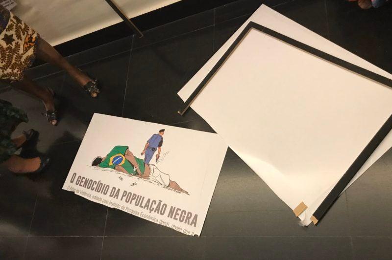 Deputado do PSL vandaliza exposição sobre o Mês da Consciência Negra na Câmara S