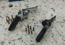 PRF prende homem com duas armas ilegais em Campina Grande