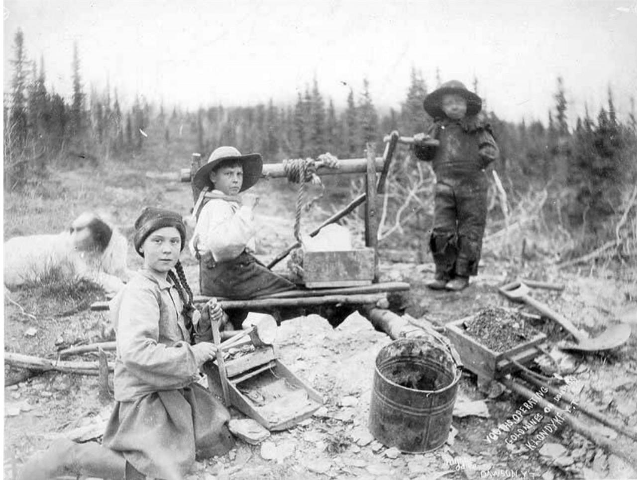 greta do passado - Foto de 1898 em acervo de universidade tem 'sósia' de Greta Thunberg em mina no Canadá