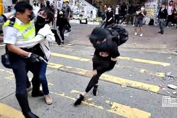 images 14 - IMAGENS FORTES: Policial de Hong Kong atira em manifestante encapuzado - VEJA VÍDEO