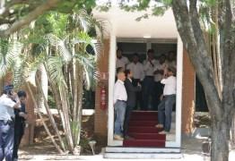 Apoiadores de Guaidó deixam embaixada venezuelana em Brasília