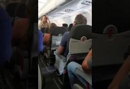 'LADRÃO': Ex-senador paraibano é hostilizado por passageiros dentro de avião – VEJA VÍDEO