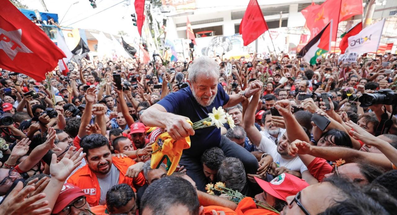lula com o povo 1920x1041 - SEXTOU PARA LULA: Juiz informa que mandará soltar ex presidente ainda hoje