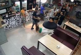 Mulher é agredida em bar por causa de mesa