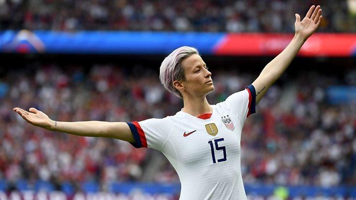 p07t2n17 - 'Ridículas', capitã da seleção americana de futebol feminino critica multas por racismo no esporte