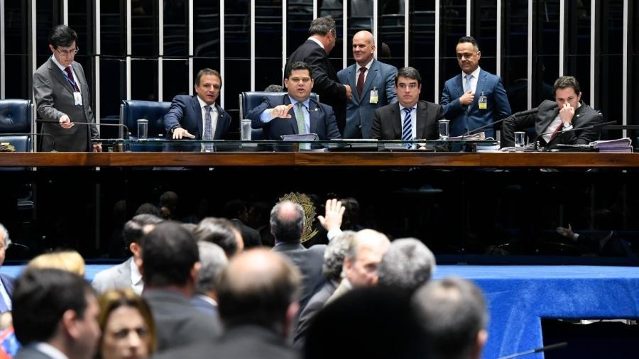 votacao da chamada pec paralela no senado federal 1574211110819 v2 900x506 - Após acordo de líderes, Senado aprova PEC paralela; texto segue para Câmara
