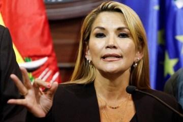 GOLPE NA BOLÍVIA: Com parlamento vazio, senadora se autoproclama presidenta do país