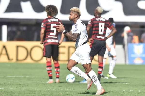 1575835705008 - Na última rodada do Brasileirão 2019 Santos goleia o Flamengo