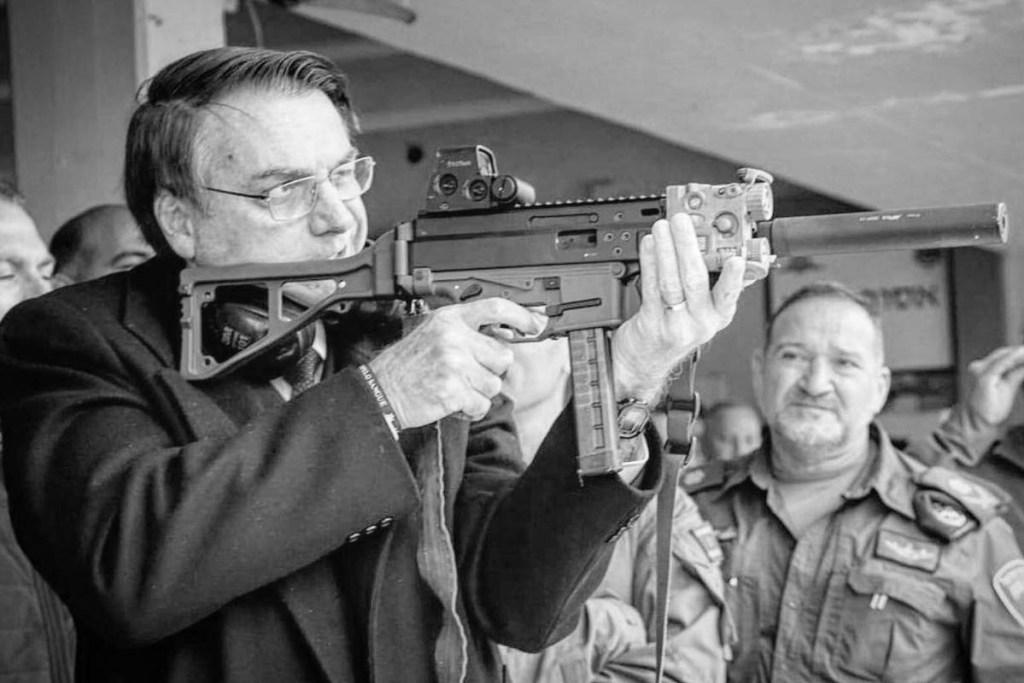 15771965615e021c1170021 1577196561 3x2 xl 1024x683 - LICENÇA PARA MATAR: Com Bolsonaro, registros de novas armas aumentam quase 50%