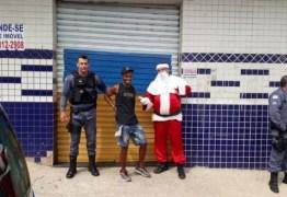 Papai Noel prende suspeito de roubo enquanto fazia entrega de presentes