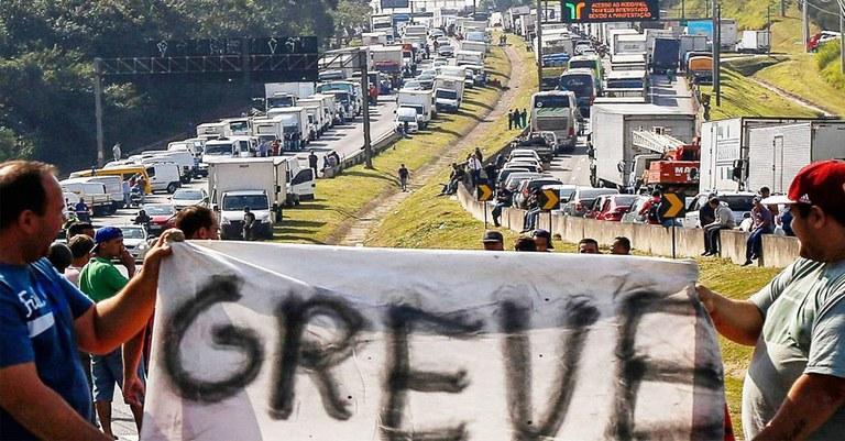 903fb3ff c526 4b50 8eca c52e7a06fd5c - O PESADELO SE APROXIMA: Caminhoneiros confirmam início da greve às 6h do dia 16