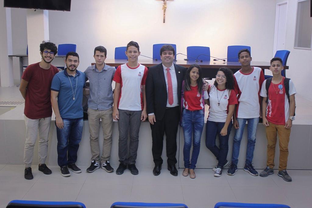 968d2aaa 9b84 4b71 8ba0 1ddf64db9abb - Eduardo recebe na ALPB estudantes que desenvolveram aplicativo para incentivar turismo na Paraíba