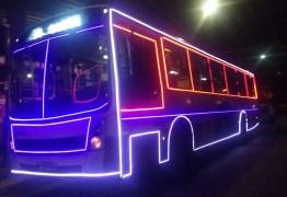 Ônibus natalino começa a circular em João Pessoa