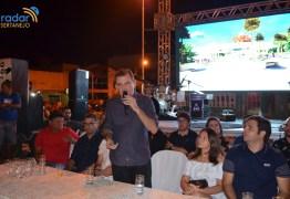 Acompanhado de arquitetos, engenheiros, vereadores e a população, prefeito Chico Mendes apresenta projeto da exuberante Praça Central de São José de Piranhas