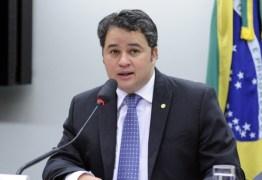 Efraim Filho disputa hoje a liderança nacional do Democratas