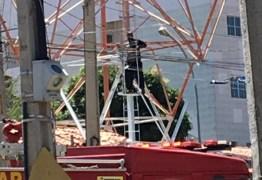 Homem sobe em torre de telefonia no centro de Catolé do Rocha