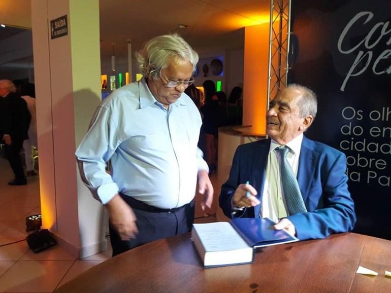 Roberto Cavalcanti 2 - A prosa envolvente de Roberto, uma grata revelação como escritor
