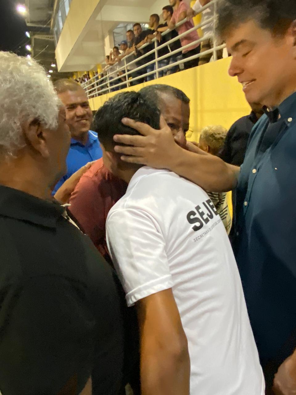 WhatsApp Image 2019 12 01 at 08.08.24 1 - COPA DE BAIRROS: Ruy Carneiro e Nilvan Ferreira comparecem à final de jogo em JP e fazem 'corpo a corpo' com torcida