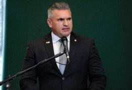 Julian Lemos visita Patos e destina R$ 1 milhão para saúde do município